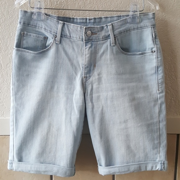881629be Levi's Shorts | Levis Cuffed Light Washed Jean Size 29 | Poshmark